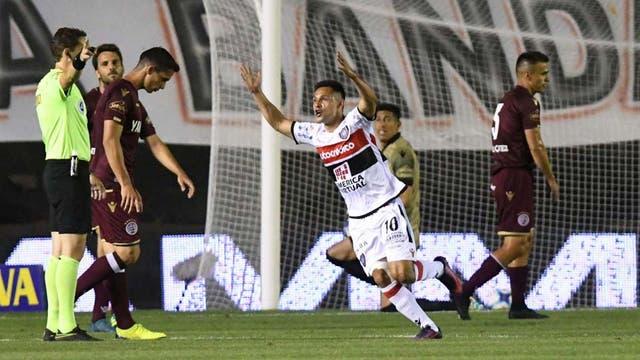 Matías Rodríguez festeja el gol que dio paso a la goleada