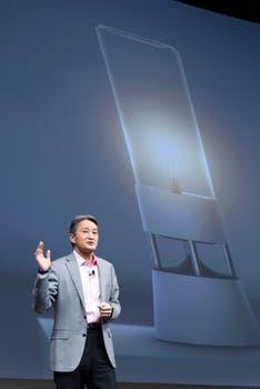 Symphonic Light Speaker, la lámpara parlante que presentó el CEO de Sony, Kazuo Hirai. Foto: AFP