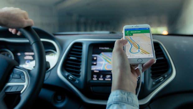 En el Reino Unido el examen de conducir ahora incluye saber manejar el GPS del auto
