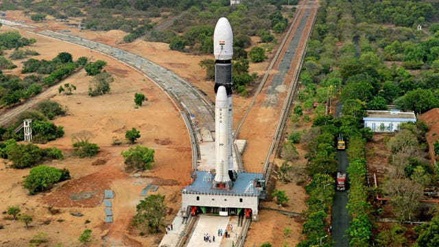 El GSLV Mark III camino a la torre de lanzamiento