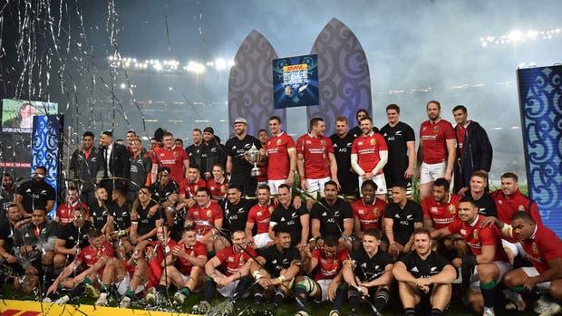 La serie quedó igualada, con un triunfo por lado, por eso la Copa la comparten ambos planteles