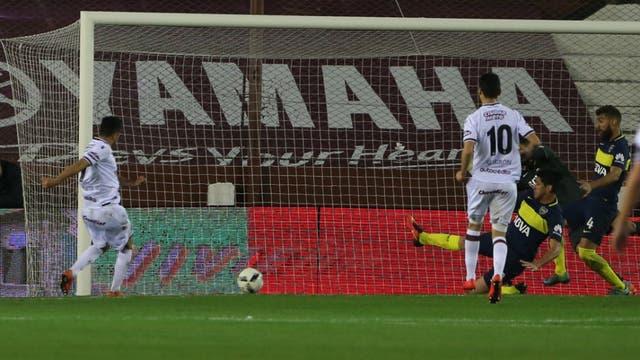 El 1-0 de Lanús: Acosta tomó el rebote y anota el gol del triunfo