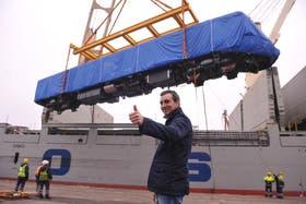 Florencio Randazzo presentó las nuevas unidades en el puerto de Buenos Aires