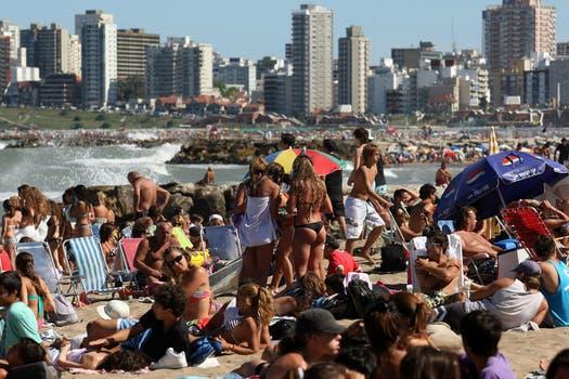 El balance indica que la costa atlántica recibió casi la misma cantidad de turistas que en el año 2010 pero que gastaron mucho menos. Foto: LA NACION / Mauro V. Rizzi