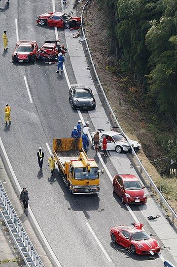 Impactantes imágenes de la colisión en plena autopista. Foto: AP