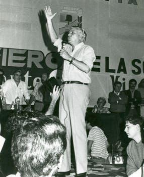 Hablándole a la Juventud Peronista, en noviembre de 1988. Foto: Archivo