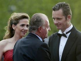 Iñaki Urdangarin junto a su esposa, la infanta Cristina y el rey de España