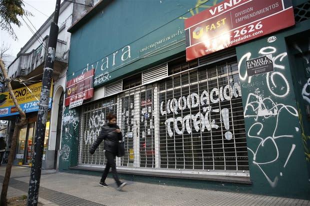 Un local vacío en Córdoba al 5000, la postal se repite en distintas cuadras