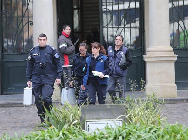 Peritos criminalísticos bonaerenses, tras concluir sus tareas de recolección de pruebas en el Nacional