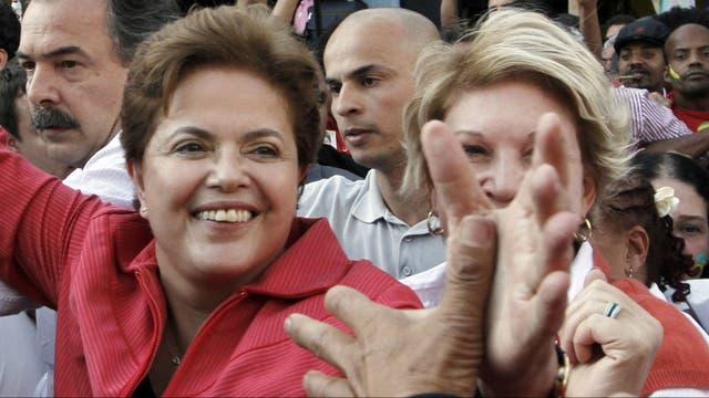Dilma arrancó con un gran respaldo popular pero terminó destituida tras un juicio político
