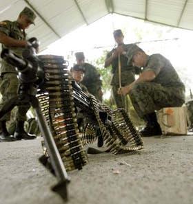 Fuerza especiales ecuatorianas se preparan para salir de patrulla