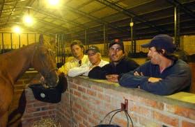 Castagnola, Aguerre, Cambiaso y Monteverde, distendidos en las caballerizas de La Dolfina