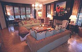Se rescataron los sofás familiares y se retapizaron poniendo un énfasis especial en los juegos de colores