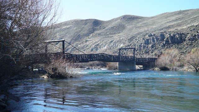 Puente sobre el Chimehuín en la estancia Cerro de los Pinos, donde hicimos kilómetros y kilómetros de off road.