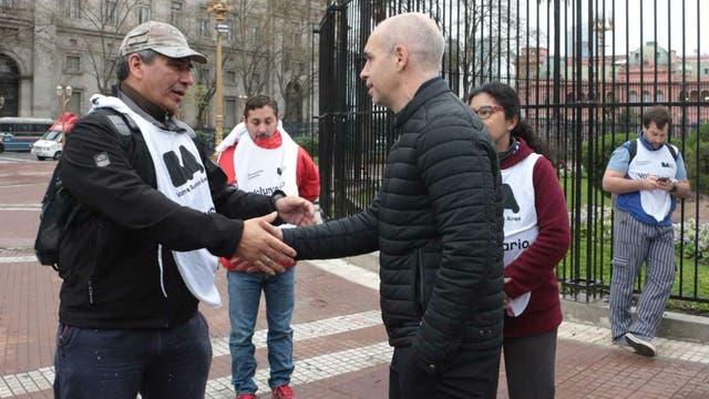 Larreta saluda a voluntarios que se ofrecieron para limpiar