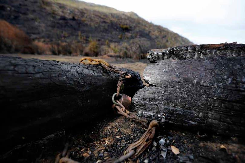 Lo que qedó de una tranquera. Foto: LA NACION / Emiliano Lasalvia