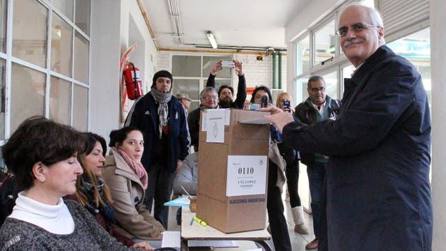 El precandidato a senador por Unidad Ciudadana en la provincia de Buenos Aires Jorge Taiana, votó en Vicente López