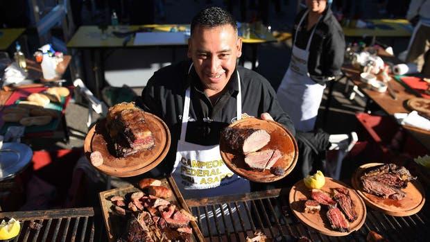 Marcelo Herrera y Pablo Ramallo Oliva, con el mejor asado de la Argentina