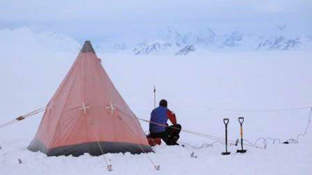 El equipo del Proyecto Midas trabajando en la Antártida.