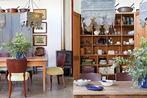 El mueble donde hoy Heather atesora su vajilla perteneció a sus abuelos, que lo usaban para guardar sábanas y blanquería en general. Como en todos los ambientes, el piso es cemento alisado de obra.  Foto:Living /Magalí Saberian