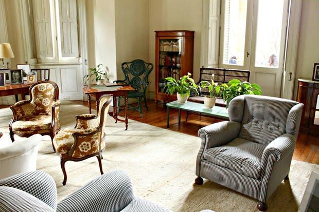 La sala vecina al cuarto de música era el punto de reunión con sus grandes amigos y también donde se planificaba cada número de la revista Sur.