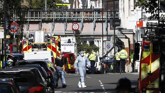 Policías forenses, ayer, en un peritaje en la zona del ataque, en Londres