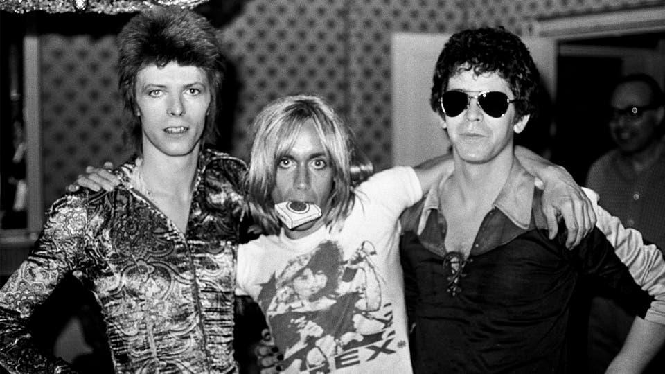 """Bowie, Iggy y Reed, en el hotel Dorchester de Londres, 1972. """"Eran atrevidos y resultaban amenazadores entonces"""", dice el fotógrafo"""