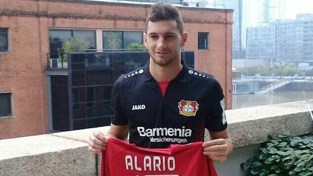 Lucas Alario con la camiseta del Bayer Leverkusen