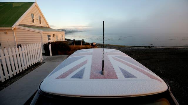 El techo de un auto refleja el sentimiento de pertenencia hacia el Reino Unido. Foto: LA NACION / Mauro V. Rizzi
