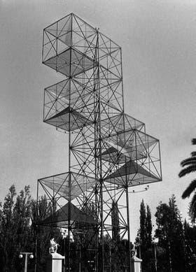 La precursora Torre de América, de Mauricio Kagel