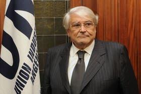 El titular de la UIA, Héctor Méndez, dijo hoy que el paro del 10 de abril anunciado por Moyano y Barrionuevo no es solamente un reclamo salarial