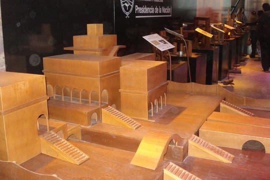 Maquetas de construcciones ideadas por Da Vinci. Foto: LA NACION / Víctor Ingrassia