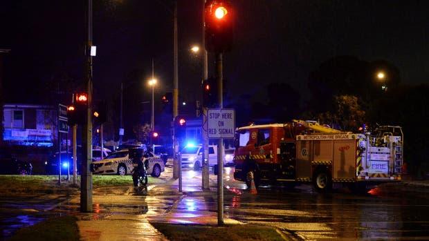Las autoridades acudieron al lugar en el suburbio de Brighton, en Melbourne, donde una mujer fue retenida contra su voluntad. Estado Islámico se atribuyó el hecho