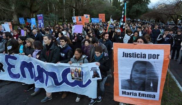 Con banderas y carteles, miles de estudiantes se movilizaron por las calles del centro platense