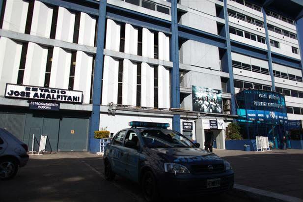La policía en el estadio de Vélez