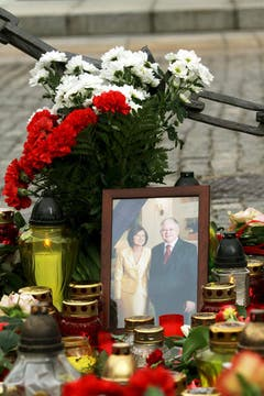 Una fotografía del presidente de Polonia, Lech Kaczynski, junto a su esposa, Maria Kaczynska,. Foto: EFE