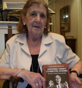 Clelia Luro de Podestá, con el flamante libro