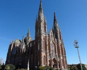 La Catedral de La Plata estaría cerrada por una semana para fumigar a las polillas