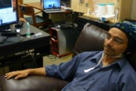 Rajesh Rao, uno de los investigadores que participó en el experimento, envió una señal desde su cerebro, a través de Internet, al cerebro de su colega