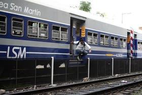 La imprudencia en algunos pasajeros del San Martín es una constante