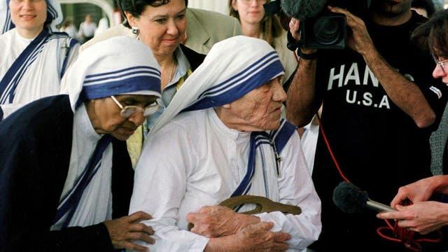 La Madre Teresa y su sucesora, antes de viajar desde Roma a Nueva York