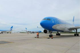 El personal técnico de Aerolíneas Argentinas y Austral suspendió el paro de mañana