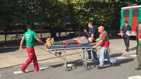 Los heridos son trasladados por personal del SAME