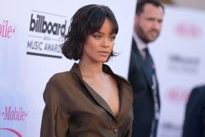 Rihanna, Ariana Grande y 15 looks fallidos de los Premios Billboard 2016