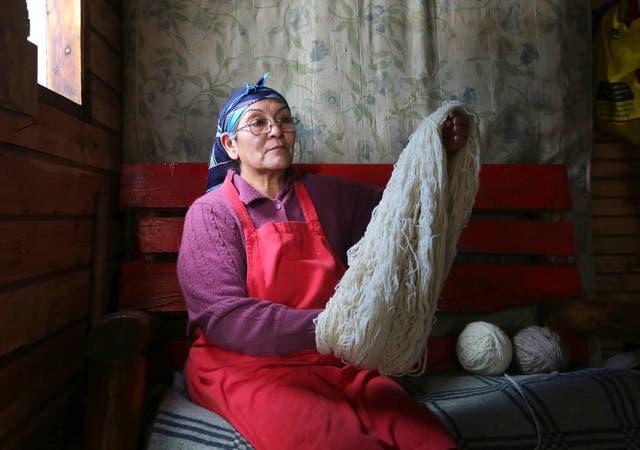 Marta Ranquehue hace años se instaló con otras 14 familias en un predio del Ejército, en Bariloche