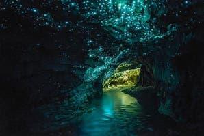 Viajes: recorré por dentro estas cuevas iluminadas por luciérnagas