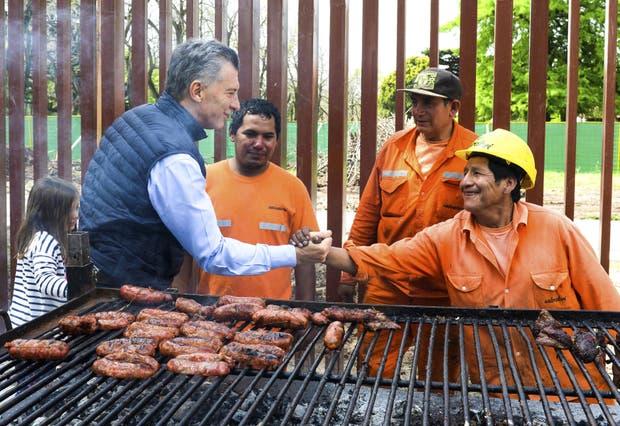 El Presidente almorzó con los trabajadores que hacen la reforma en la Quinta de Olivos