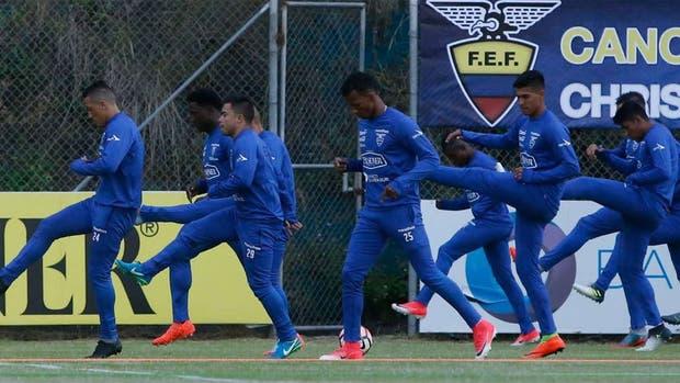 Por el pase al Mundial, ya juegan Argentina y Ecuador