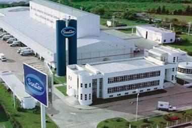 SanCor vendió dos plantas y marcas a Adecoagro
