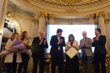 La periodista Magdalena Ruiz Guiñazú fue reconocida por su trabajo y trayectoria